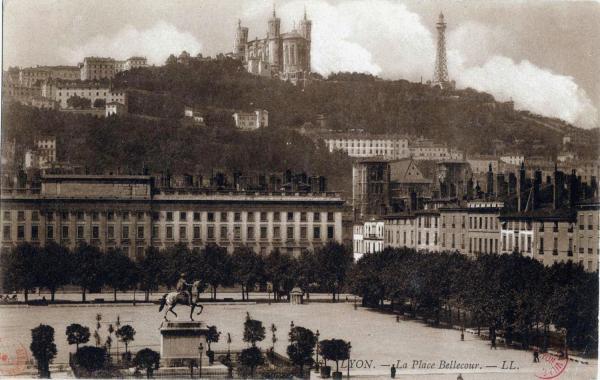 1910 Lyon place bellecour et fourvière