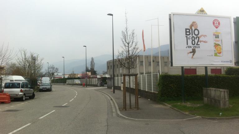 panneau publicitaire bord de route Saint-Martin-d'Hères PAP