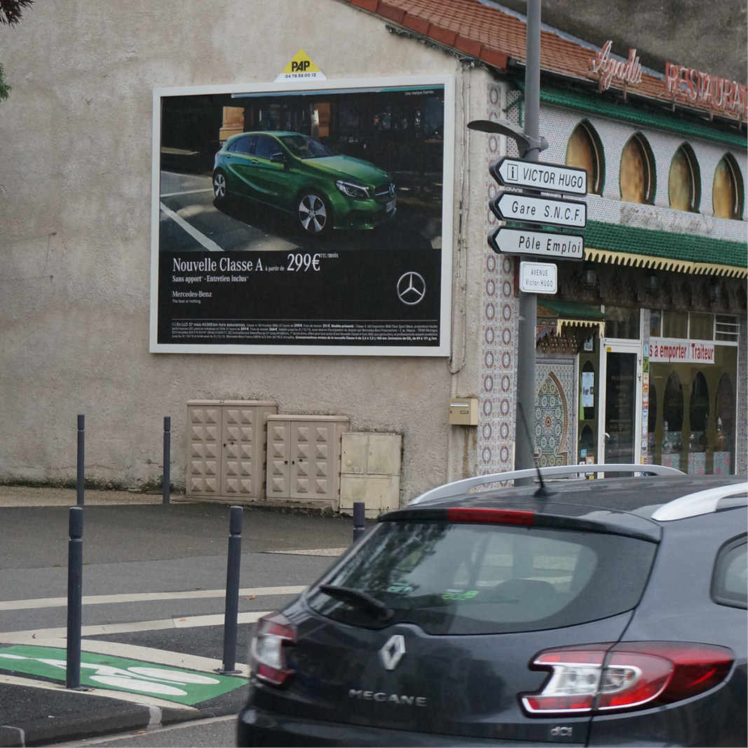 Panneau d'affichage publicitaire PAP - Panneau mural avec publicité Mercedes